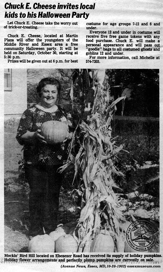 Avenue 1982-10-28 p26 lady w pumpkin