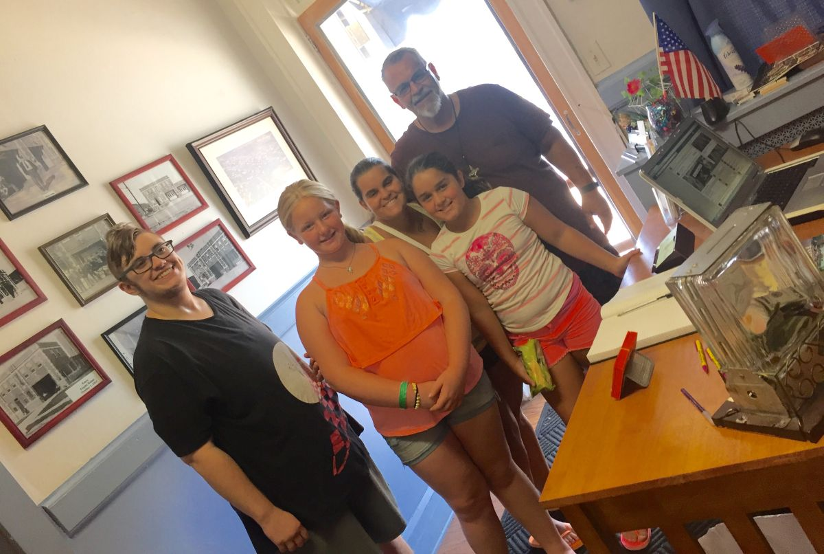 201607 Volunteer Adrienne (left) with visitors
