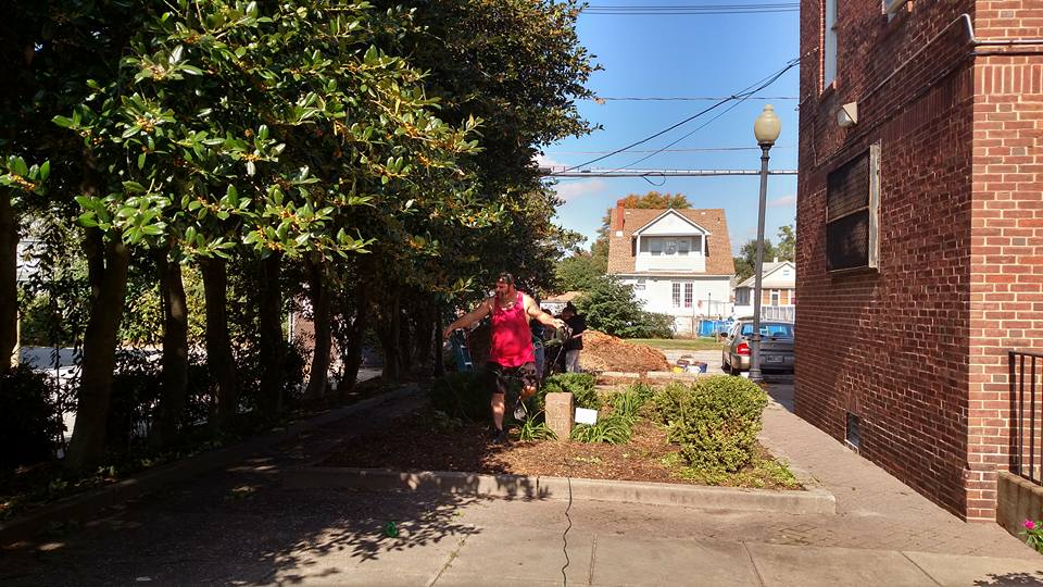 2016-1015-fall-gardening-at-the-museum-04